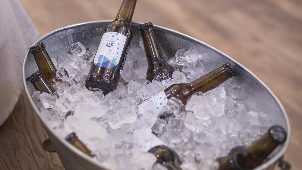 Doporučte nás a pošleme vám RAYNETí pivo